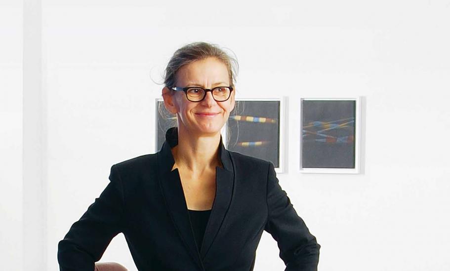 Carolyn Heinz ist seit vielen Jahren in der Hamburger Galerieszene unterwegs. Malerei und Zeichnung sind ihr Schwerpunkt
